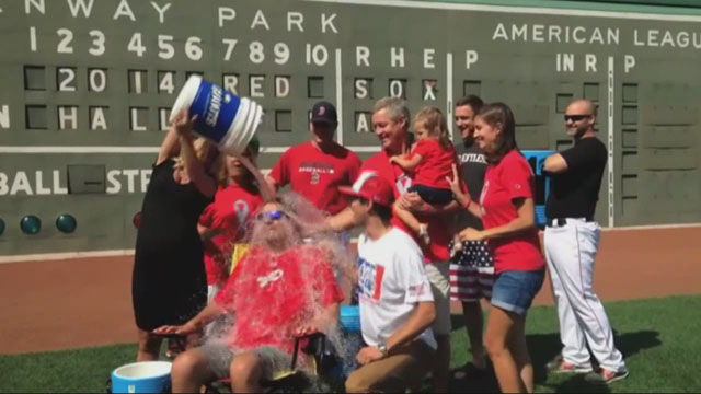 img-Pete-Frates-takes-part-in-Ice-Bucket-Challenge