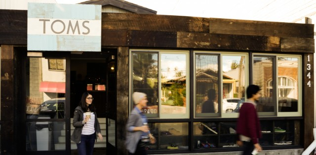 01-toms_ak_store-store_front